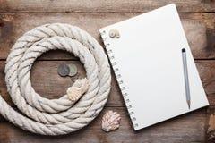 Esconda la cuerda abierta del cuaderno y del mar Fotografía de archivo