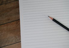 Esconda la libreta alineada con el lápiz Imágenes de archivo libres de regalías