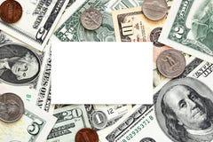 Esconda la tarjeta de visita en fondo del dinero foto de archivo libre de regalías