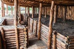 Esconderijo subterrâneo e as trincheiras da madeira imagem de stock royalty free