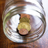 Escondite de las monedas euro griegas en un tarro Imagen de archivo libre de regalías