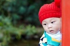 Escondite del juego del bebé Foto de archivo libre de regalías