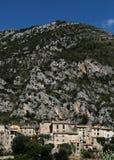 Escondite medieval de la ciudad en montaña Foto de archivo libre de regalías