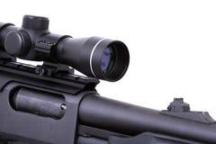 Escopeta con un alcance del rifle Imágenes de archivo libres de regalías