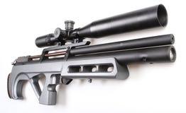 Escopeta de aire comprimido moderna con vista Imagenes de archivo