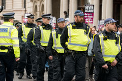 Escorte policière - protestation march - Londres Photo stock