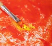 Escova com pintura Imagens de Stock Royalty Free