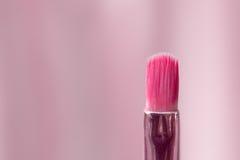 Escova cosmética profissional cor-de-rosa Foto de Stock Royalty Free