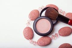 Escova da composição e pó do cosmético Fotografia de Stock Royalty Free