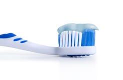 Escova de dentes com pasta de dente Fotografia de Stock Royalty Free