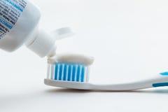 Escova de dentes e dentífrico Imagem de Stock