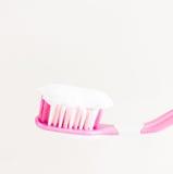Escova de dentes na chave alta com pasta de dente Fotos de Stock