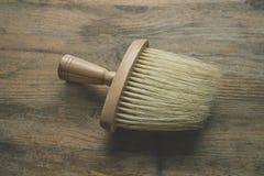 Escova de madeira no fundo da madeira Imagens de Stock Royalty Free
