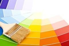 Escova de pintura com cartões da cor Imagem de Stock Royalty Free
