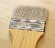 Escova de pintura lisa ou escova dos decoradores na tabela Fotografia de Stock