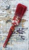 Escova de pintura manchada vermelho secada velha Imagem de Stock Royalty Free