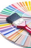 Escova de pintura no guia da cor fotografia de stock royalty free