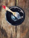 Escova de pintura no plástico preto Imagem de Stock