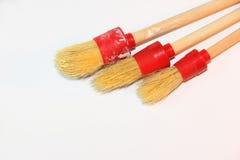 Escova de pintura redonda em um fundo branco no canto Fotografia de Stock