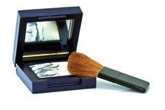 Escova e cosméticos, em um fundo branco isolado Imagem de Stock Royalty Free