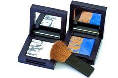 Escova e cosméticos, em um fundo branco isolado Fotos de Stock