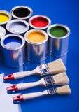 Escova e latas de pintura Imagens de Stock Royalty Free