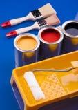 Escova e latas de pintura Foto de Stock Royalty Free
