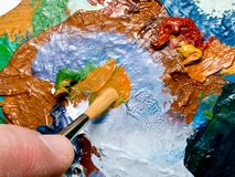 Escova e paleta de pintura foto de stock