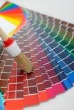 Escova na carta de cor fotos de stock