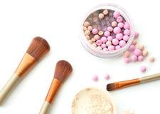 Escova para a composição com esferas do pó Fotografia de Stock Royalty Free