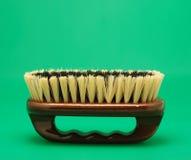 Escova para o fundo do verde da limpeza Fotos de Stock Royalty Free
