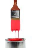Escova que goteja a pintura vermelha Fotos de Stock Royalty Free