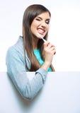 Escova toothy da posse do retrato da jovem mulher Imagens de Stock Royalty Free