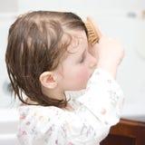 Escovando meu cabelo Imagens de Stock Royalty Free