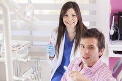 Escovar seus dentes é divertimento! imagens de stock royalty free