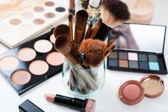 Escovas da composição e ferramentas profissionais, grupo de produtos da composição Imagens de Stock
