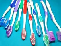 escovas de dentes coloridas Fotografia de Stock