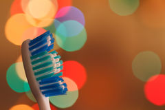 Escovas de dentes no macro no fundo bonito Foto de Stock