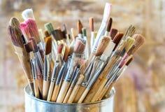 Escovas de pintura do artista fotografia de stock