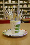 Escovas de pintura em um potenciômetro Foto de Stock