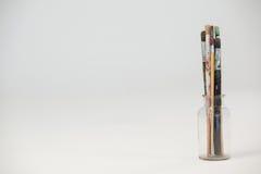 Escovas de pintura no frasco de vidro Fotos de Stock Royalty Free