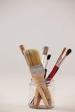 Escovas de pintura no frasco de vidro Imagem de Stock Royalty Free