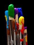 Escovas de pintura no preto Foto de Stock