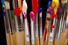 Escovas de pintura no preto Fotos de Stock
