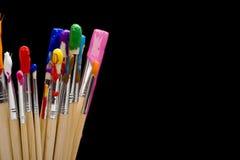 Escovas de pintura no preto Foto de Stock Royalty Free