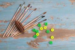 Escovas de pintura, pintura e outono do quadro Imagem de Stock Royalty Free