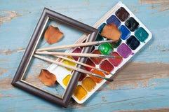 Escovas de pintura, pintura e outono do quadro Foto de Stock