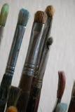 Escovas de pintura usadas Fotografia de Stock