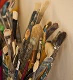 Escovas dos artistas--Apronte para a expressão fotografia de stock royalty free
