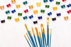 Escovas e pintura Foto de Stock